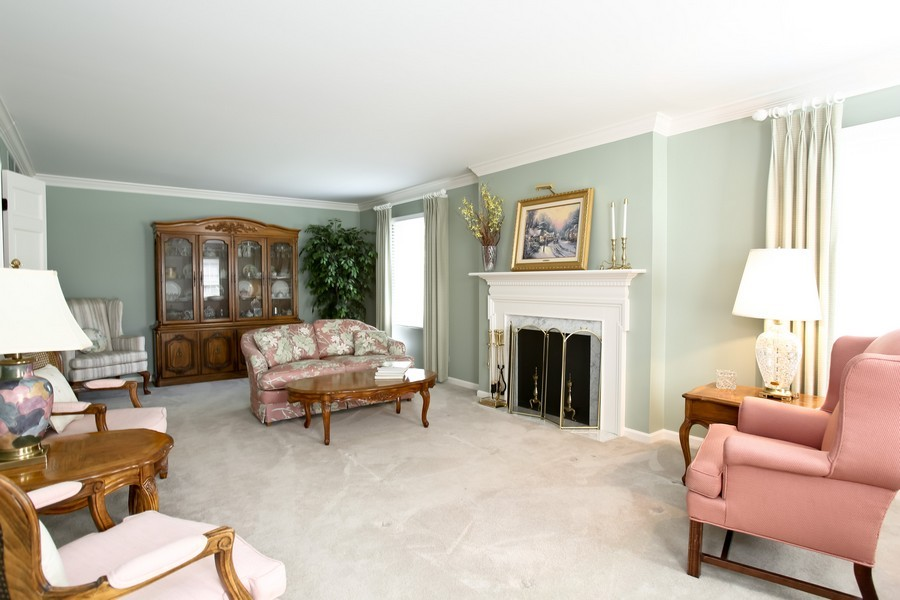 Real Estate Photography - 1450 Wood Ave, Downers Grove, IL, 60515 - Living Room
