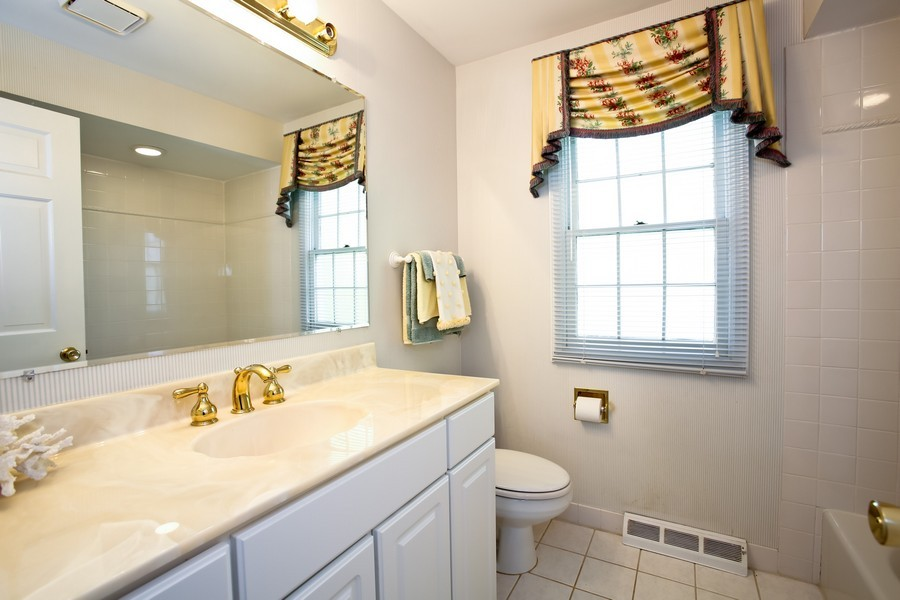 Real Estate Photography - 1450 Wood Ave, Downers Grove, IL, 60515 - Master Bathroom