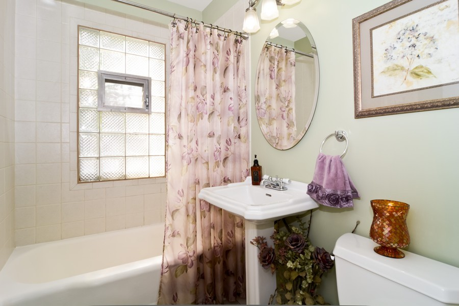 Real Estate Photography - 522 Childs St, Wheaton, IL, 60187 - Bathroom