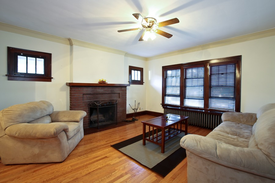 Real Estate Photography - 25 South Summit St, Villa Park, IL, 60181 - Living Room