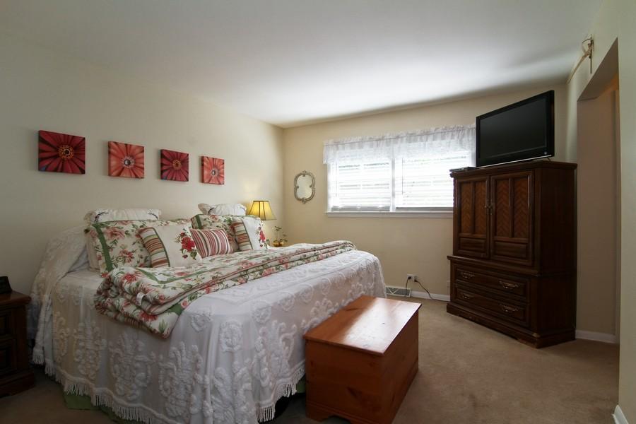 Real Estate Photography - 3 Shagbark Ln, Glen Ellyn, IL, 60137 - Master Bedroom