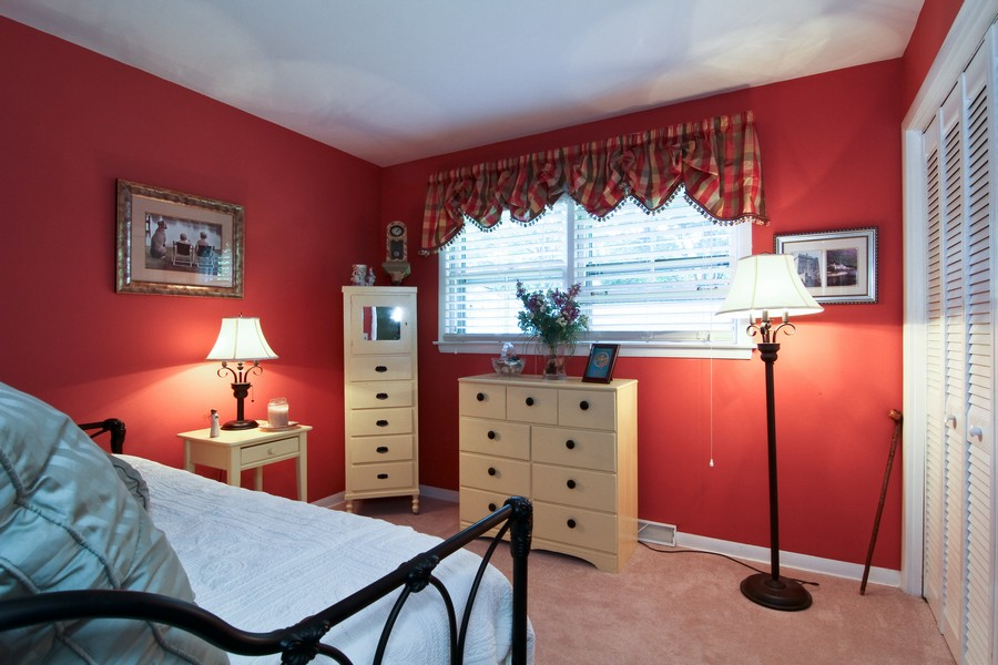 Real Estate Photography - 3 Shagbark Ln, Glen Ellyn, IL, 60137 - 2nd Bedroom