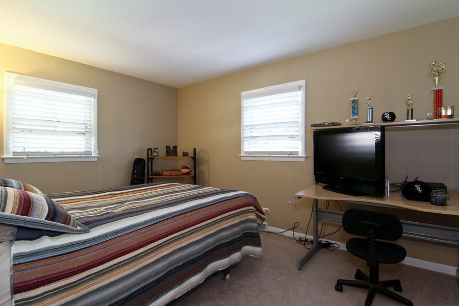 Real Estate Photography - 3 Shagbark Ln, Glen Ellyn, IL, 60137 - Bedroom