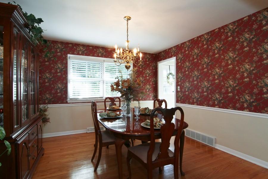 Real Estate Photography - 3 Shagbark Ln, Glen Ellyn, IL, 60137 - Dining Room