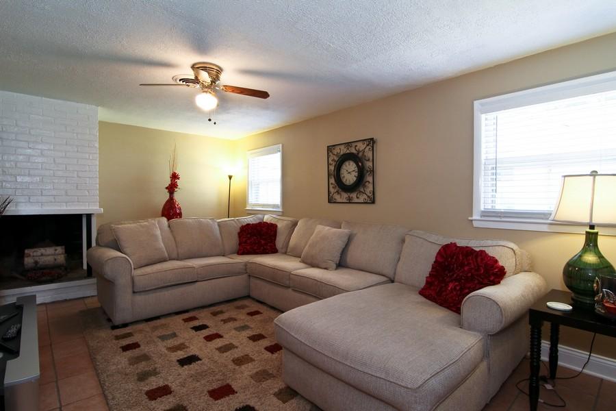 Real Estate Photography - 3 Shagbark Ln, Glen Ellyn, IL, 60137 - Family Room
