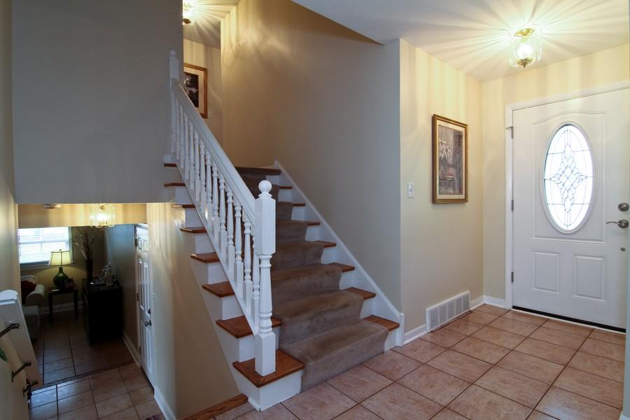 Real Estate Photography - 3 Shagbark Ln, Glen Ellyn, IL, 60137 - Foyer