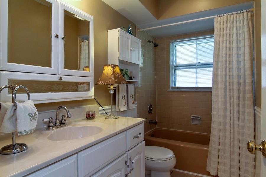 Real Estate Photography - 3 Shagbark Ln, Glen Ellyn, IL, 60137 - Bathroom