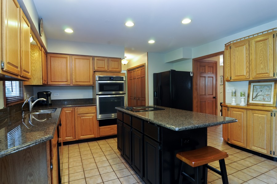 Real Estate Photography - 151 Deer Lane, Barrington, IL, 60010 - Kitchen