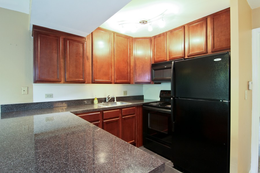 Real Estate Photography - 5825 Oakwood Dr, C, Lisle, IL, 60532 - Kitchen