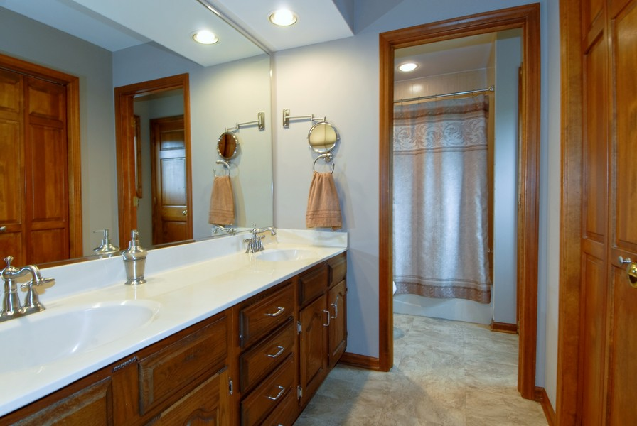 Real Estate Photography - 6N930 Glenview Dr, St. Charles, IL, 60175 - Master Bathroom