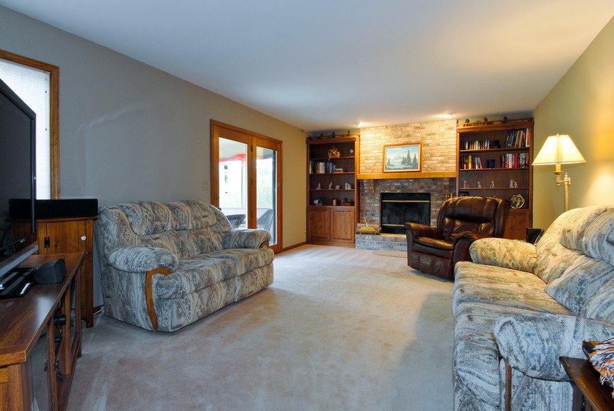 Real Estate Photography - 6N930 Glenview Dr, St. Charles, IL, 60175 - Family Room