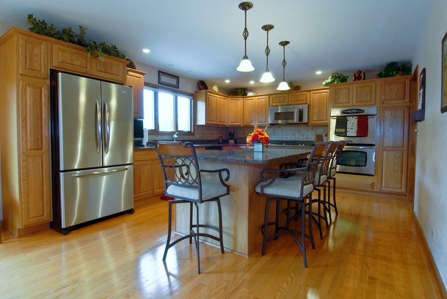 Real Estate Photography - 6N930 Glenview Dr, St. Charles, IL, 60175 - Kitchen