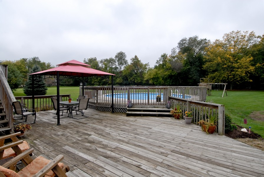 Real Estate Photography - 6N930 Glenview Dr, St. Charles, IL, 60175 - Deck