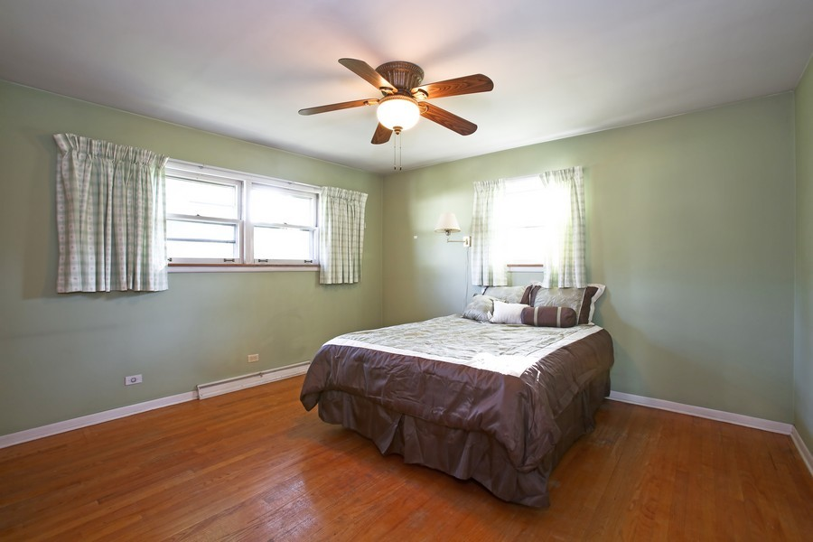 Real Estate Photography - 5830 Lyman Ave, Downers Grove, IL, 60516 - Master Bedroom