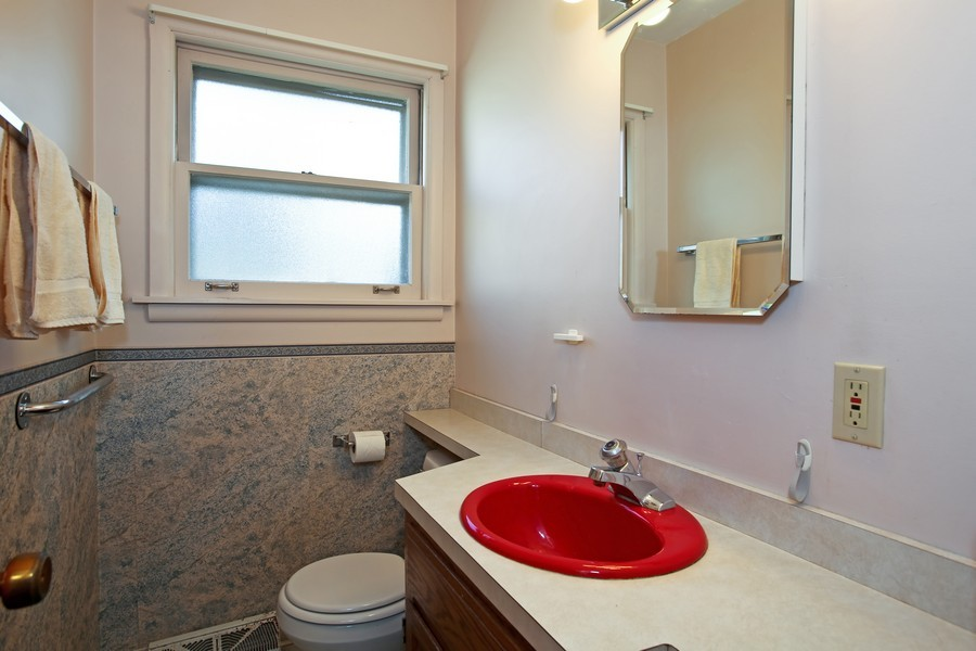 Real Estate Photography - 5830 Lyman Ave, Downers Grove, IL, 60516 - 2nd Bathroom