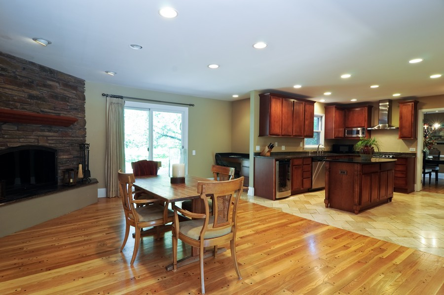 Real Estate Photography - 770 E Hillside Ave, Barrington, IL, 60010 - Kitchen / Breakfast Room