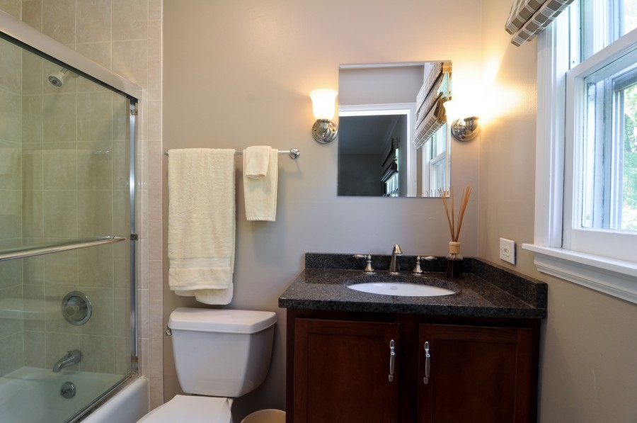 Real Estate Photography - 770 E Hillside Ave, Barrington, IL, 60010 - 2nd Bathroom