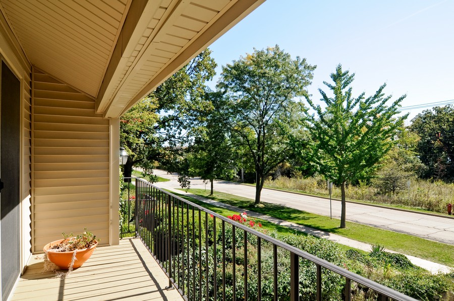 Real Estate Photography - 770 E Hillside Ave, Barrington, IL, 60010 - Balcony