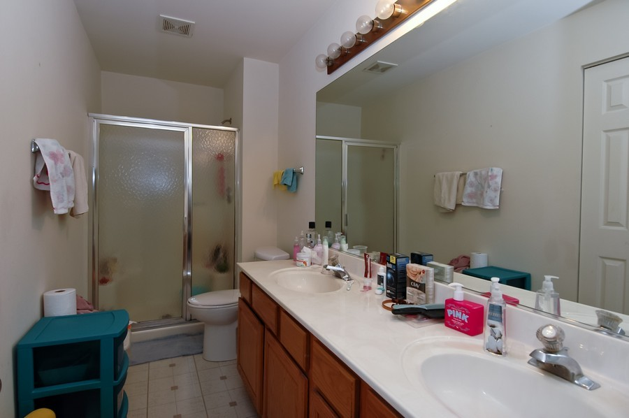 Real Estate Photography - 1020 Chaucer Ct, B, Elgin, IL, 60120 - Master Bathroom
