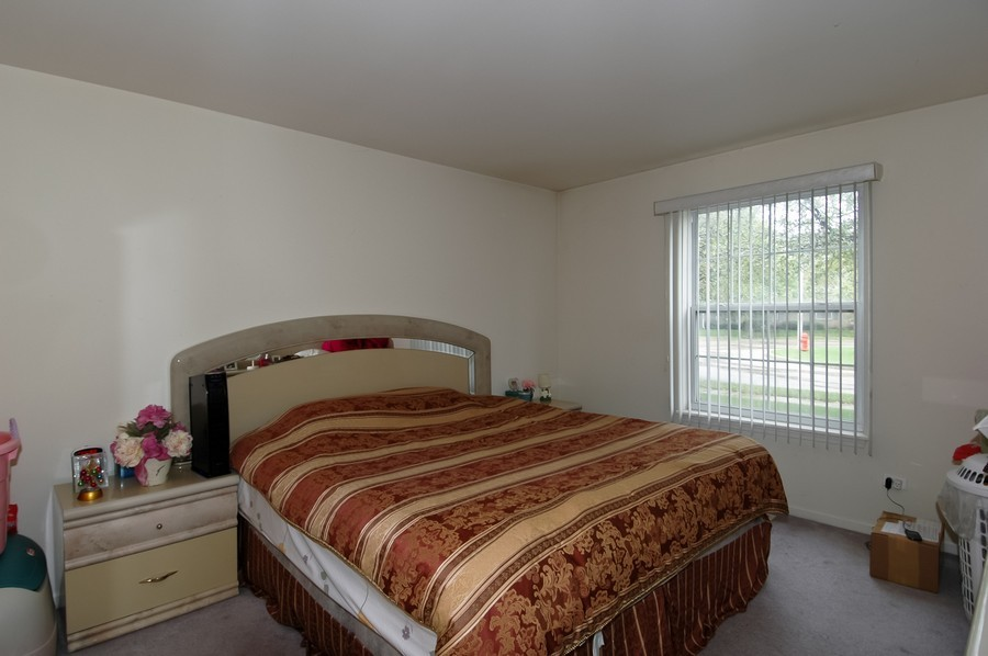 Real Estate Photography - 1020 Chaucer Ct, B, Elgin, IL, 60120 - Master Bedroom