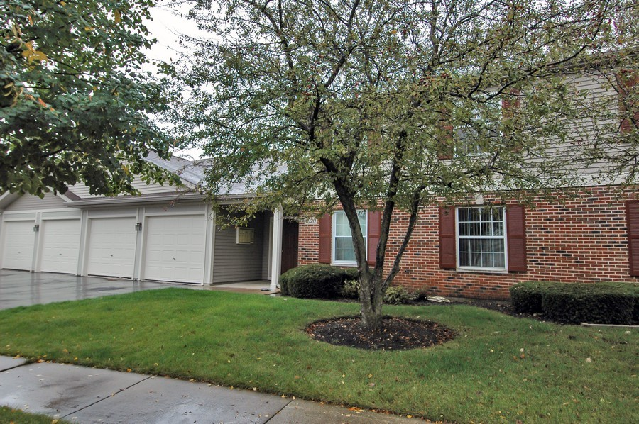 Real Estate Photography - 1020 Chaucer Ct, B, Elgin, IL, 60120 - Front View