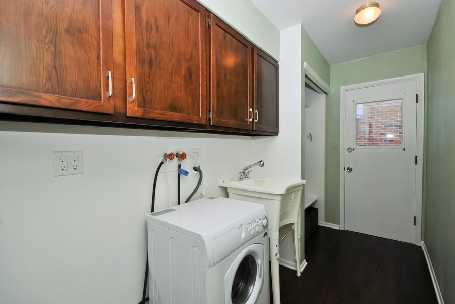 Real Estate Photography - 3661 Saratoga, Downers Grove, IL, 60515 - Laundry Room