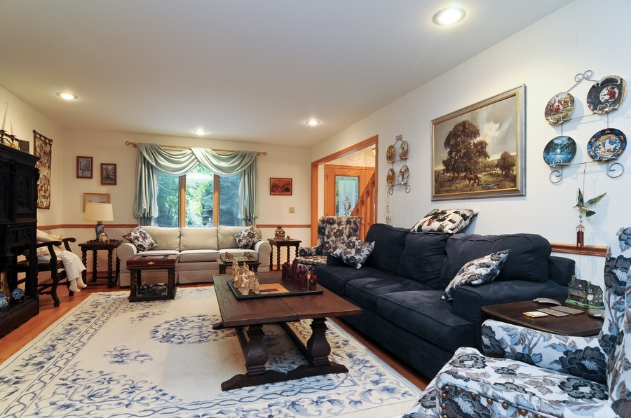 Real Estate Photography - 2383 Shady Ln, Highland Park, IL, 60035 - Living Room