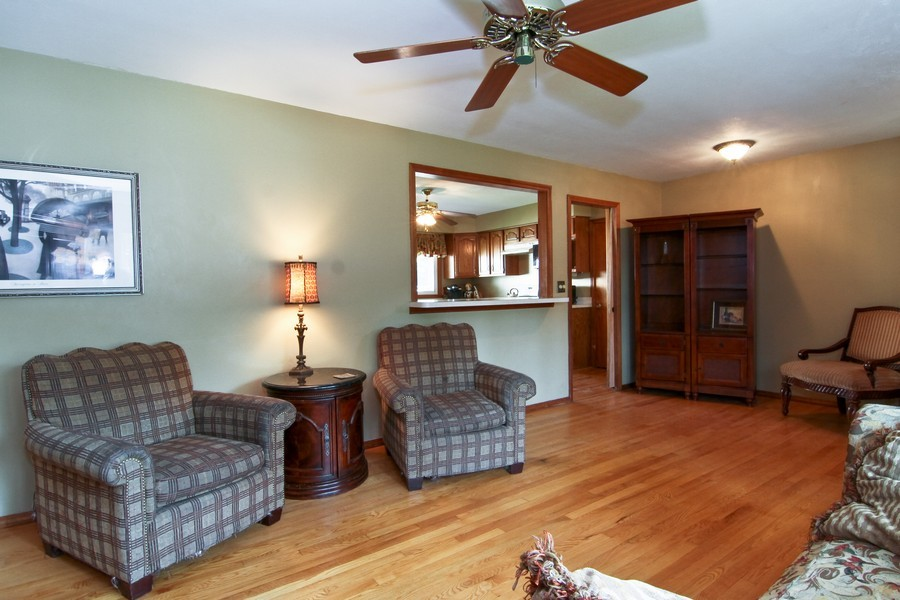 Real Estate Photography - 454 60Th St, Downers Grove, IL, 60516 - Living Room