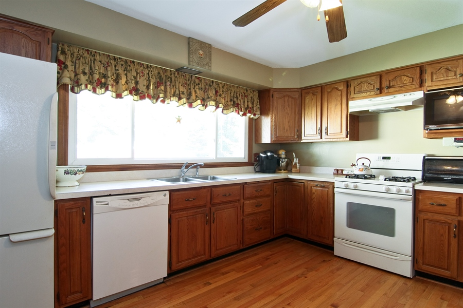 Real Estate Photography - 454 60Th St, Downers Grove, IL, 60516 - Kitchen