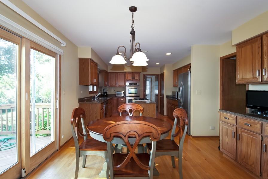 Real Estate Photography - 679 Bent Ridge LN, Barrington, IL, 60010 - Kitchen / Breakfast Room