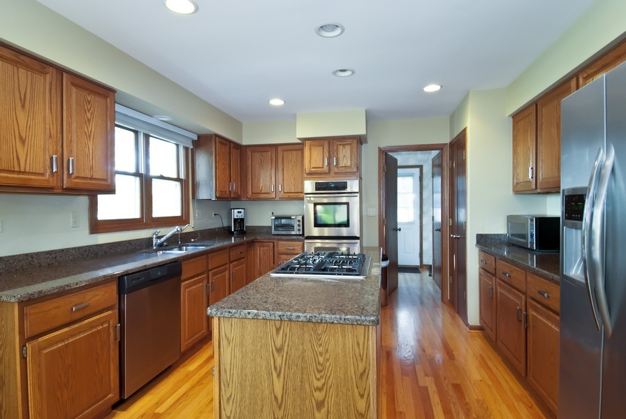 Real Estate Photography - 679 Bent Ridge LN, Barrington, IL, 60010 - Kitchen