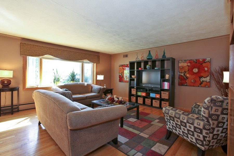 Real Estate Photography - 431 Bunning Dr, Downers Grove, IL, 60516 - Family Room