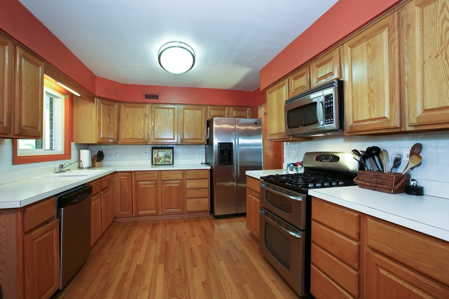 Real Estate Photography - 431 Bunning Dr, Downers Grove, IL, 60516 - Kitchen