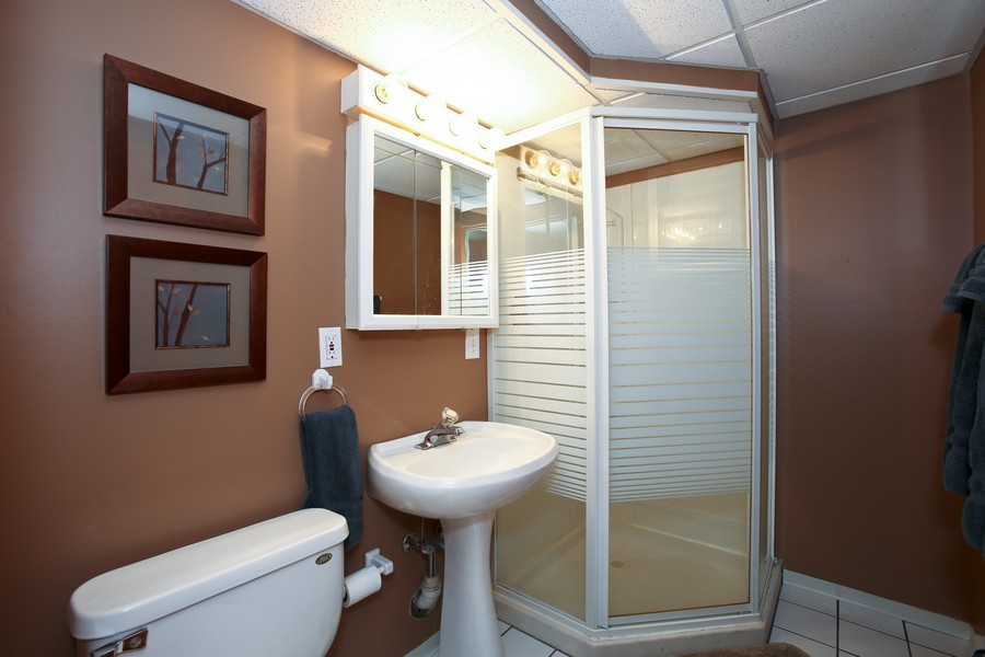 Real Estate Photography - 431 Bunning Dr, Downers Grove, IL, 60516 - Bathroom