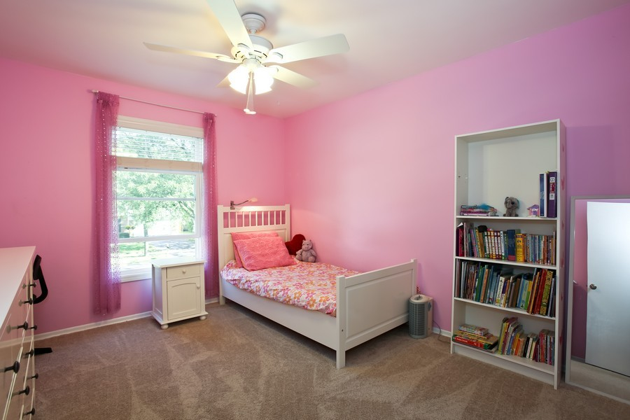 Real Estate Photography - 3940 West End Road, Downers Grove, IL, 60515 - Bedroom