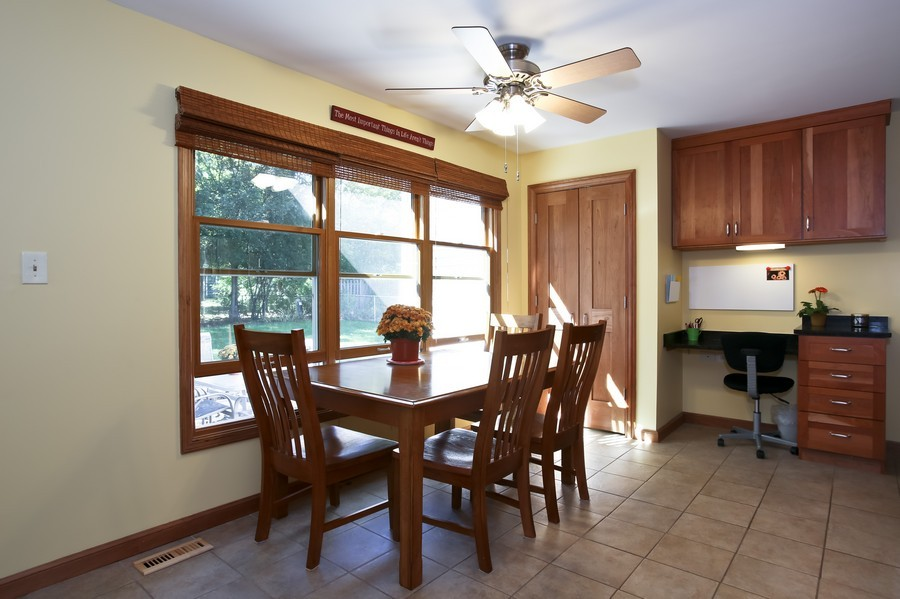 Real Estate Photography - 3940 West End Road, Downers Grove, IL, 60515 - Breakfast Area