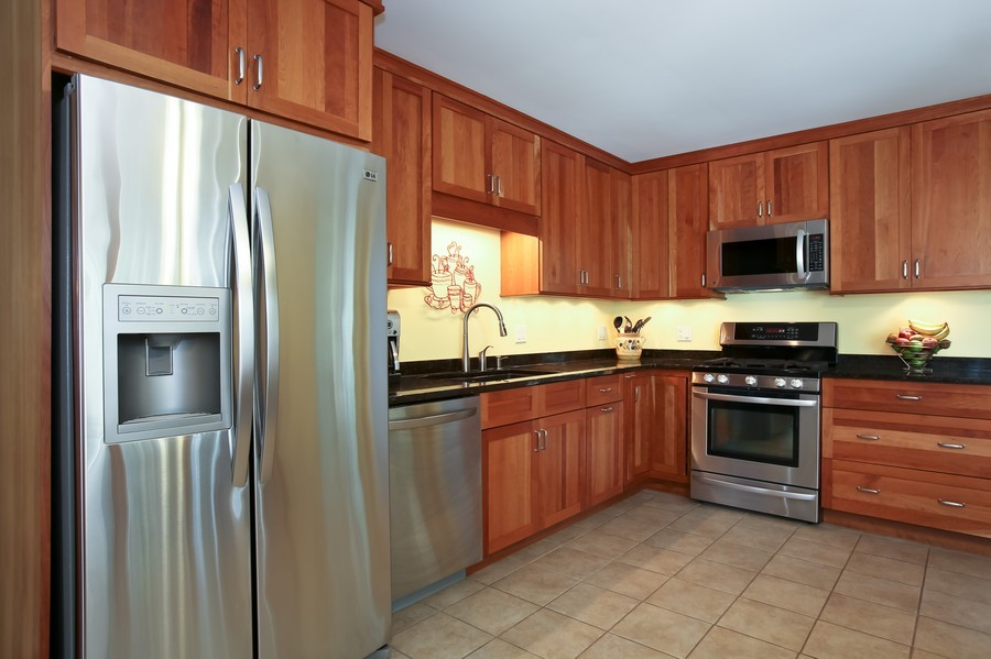 Real Estate Photography - 3940 West End Road, Downers Grove, IL, 60515 - Kitchen