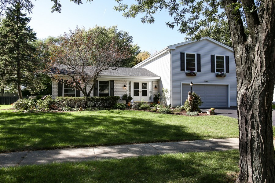Real Estate Photography - 3940 West End Road, Downers Grove, IL, 60515 - Front View