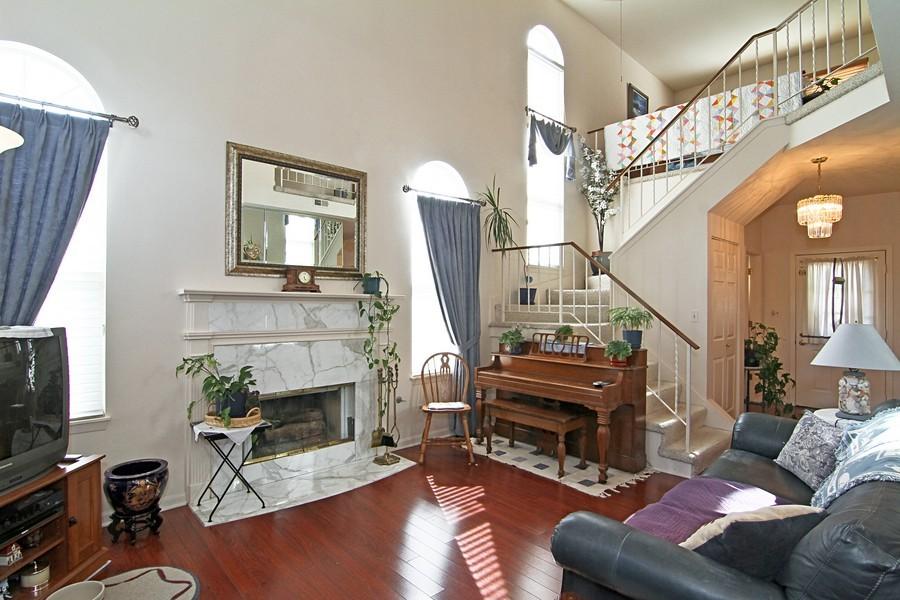 Real Estate Photography - 7815 Darien Lake Dr, Darien, IL, 60561 - Living Room