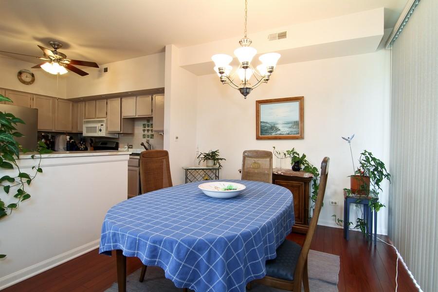 Real Estate Photography - 7815 Darien Lake Dr, Darien, IL, 60561 - Dining Room