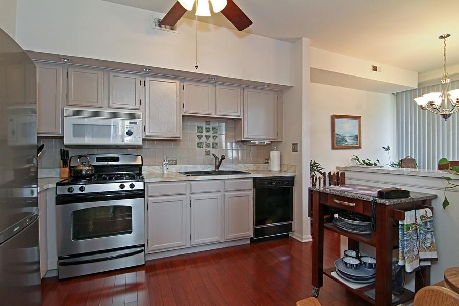 Real Estate Photography - 7815 Darien Lake Dr, Darien, IL, 60561 - Kitchen