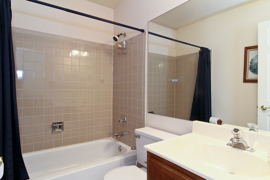 Real Estate Photography - 7815 Darien Lake Dr, Darien, IL, 60561 - 2nd Bathroom