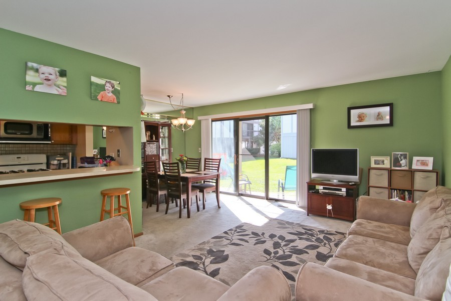 Real Estate Photography - 7330 Canterbury Pl, Downers Grove, IL, 60516 - Living Room