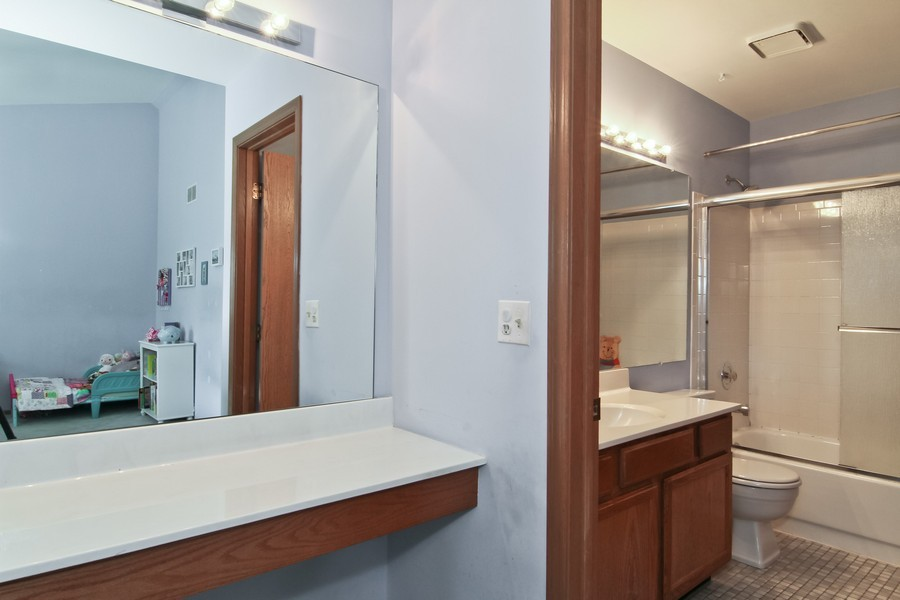 Real Estate Photography - 7330 Canterbury Pl, Downers Grove, IL, 60516 - Master Bathroom