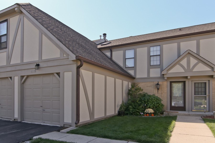 Real Estate Photography - 7330 Canterbury Pl, Downers Grove, IL, 60516 - Front View