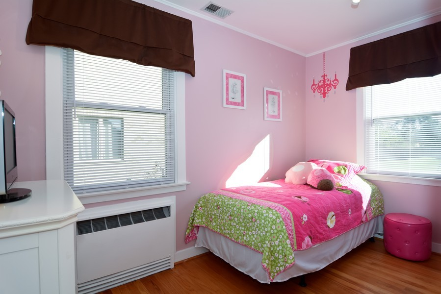 Real Estate Photography - 831 South Chatham Ave, Addison, IL, 60101 - Kids Bedroom