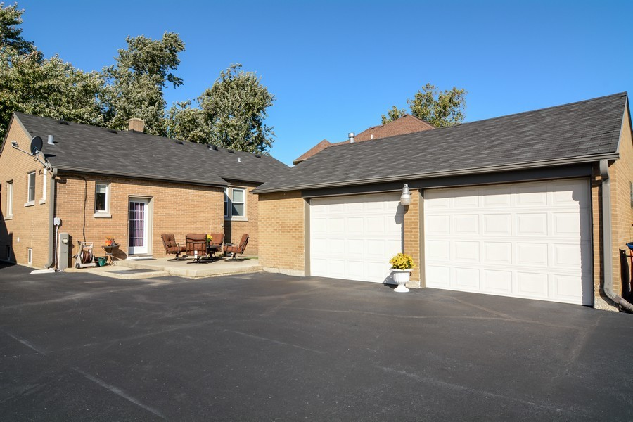 Real Estate Photography - 831 South Chatham Ave, Addison, IL, 60101 - Garage