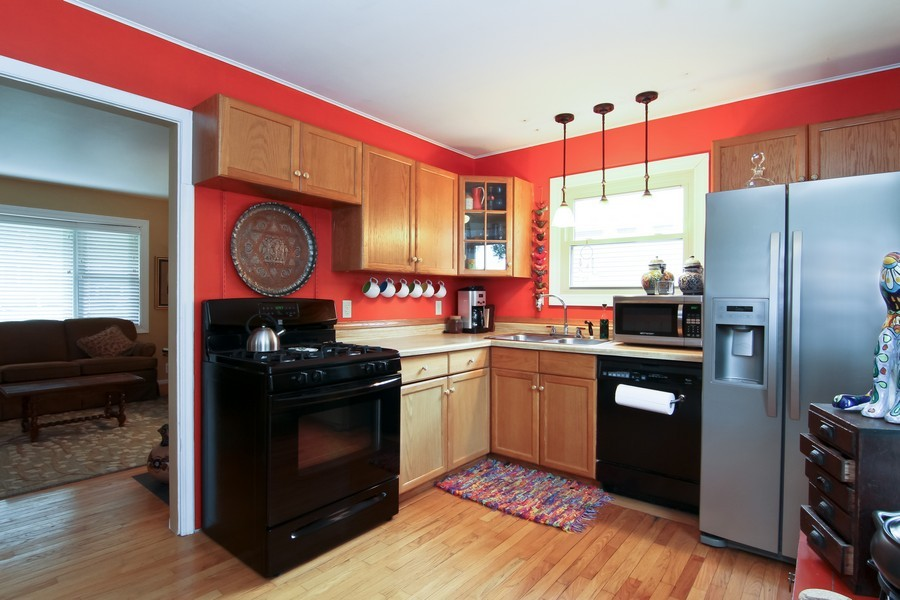 Real Estate Photography - 619 Austin St, Downers Grove, IL, 60515 - Kitchen