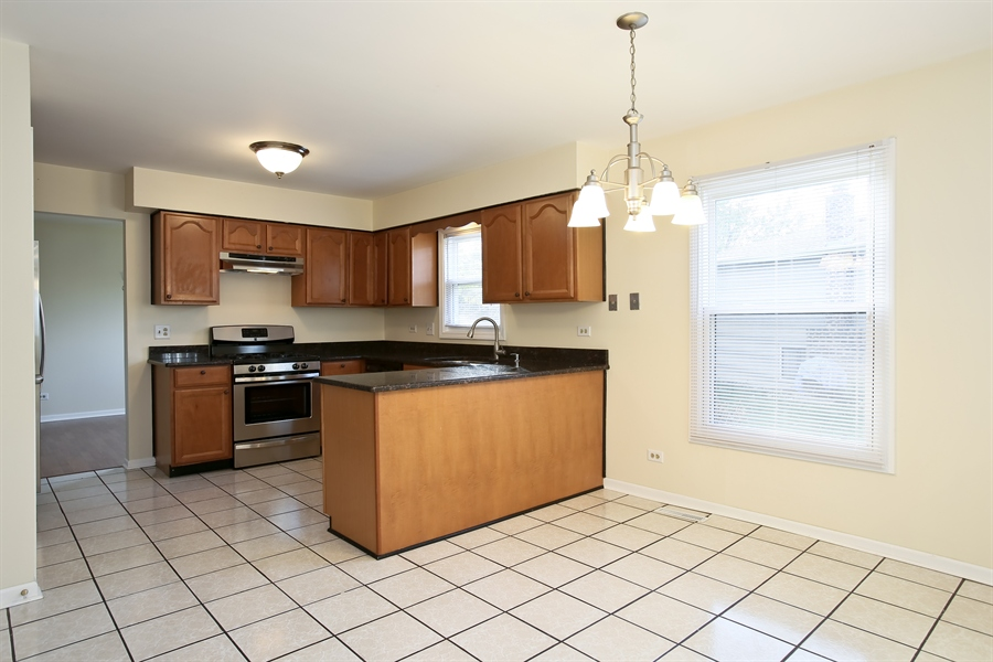 Real Estate Photography - 2701 Bordeaux Pl, Lisle, IL, 60532 - Kitchen