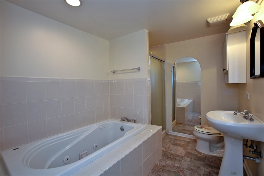 Real Estate Photography - 2701 Bordeaux Pl, Lisle, IL, 60532 - Lower level luxury bath